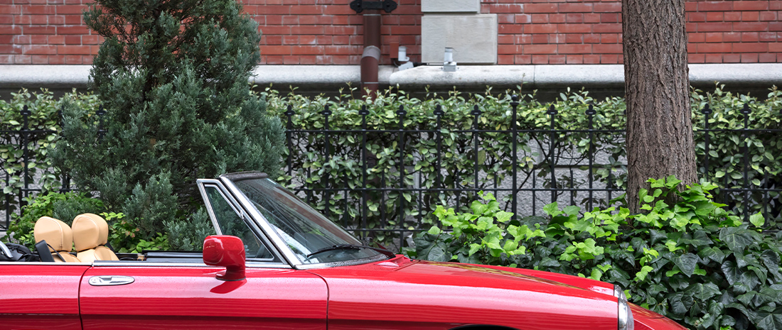 """ネオ・クラシックな外観にタイムレスな存在感。アルファロメオ「スパイダー」で""""旧くて新しい街""""、丸の内までショートドライブへメインイメージ"""