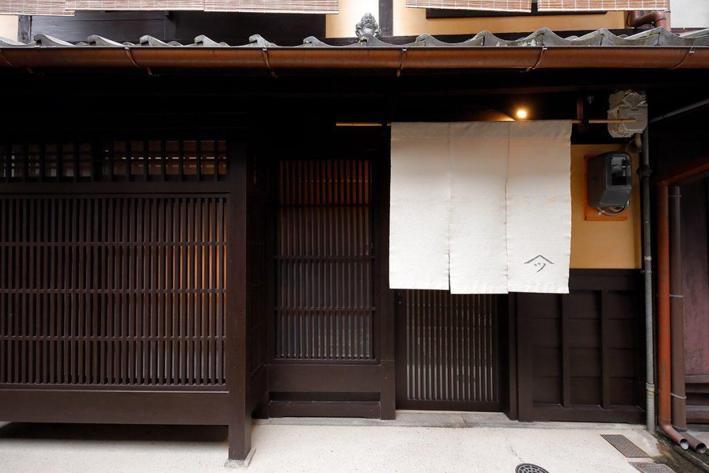 """京都の""""旧くて新しい""""伝統工芸を体感する旅・前編 —— 西陣織の老舗が手がける1日1組限定の宿で知る、テキスタイルの可能性:イメージ"""